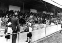 91183 Afbeelding van de officiële opening door burgemeester mr. H. A. C. Middelweerd van de nieuwe tribune van de ...