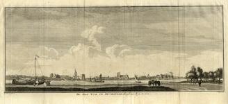 206093 Gezicht op Wijk bij Duurstede vanaf de oostoever van de Rijn met onder andere het kasteel Duurstede en de Grote Kerk.