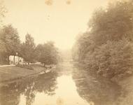 122463 Gezicht op de Stadsbuitengracht te Utrecht, vanaf de Lucasbrug, uit het noorden; links de Maliesingel.