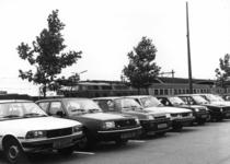 154557 Gezicht op enkele geparkeerde auto's op de P+R-parkeerplaats bij het N.S.-station Nijmegen te Nijmegen.