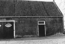 88366 Gezicht op de stal van de boerderij Den Engh (Enghlaan 17) te Vleuten (gemeente Vleuten-De Meern). N.B. Dit ...
