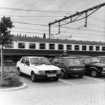 154537 Gezicht op een aantal geparkeerde auto's op de P+R-parkeerplaats bij het N.S.-station Driebergen-Zeist te ...