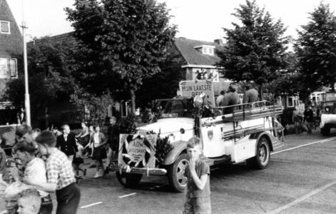 90548 Afbeelding van de feestelijke optocht over de Meerndijk te De Meern (gemeente Vleuten-De Meern) ter gelegenheid ...