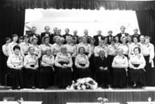 91732 Groepsportret van het Christelijke Zangkoor Looft den Heer uit De Meern (gemeente Vleuten-De Meern) tijdens een ...