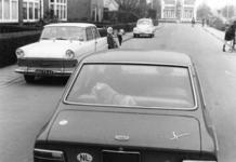 91944 Afbeelding van de verkeersproblematiek met overstekende schoolkinderen op de Burgemeester Taets van Amerongenlaan ...