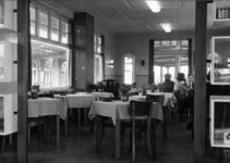 153693 Interieur van het N.S.-station Harderwijk te Harderwijk: restauratie op het perron.