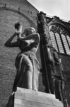 127991 Afbeelding van het Verzetsmonument op het Domplein te Utrecht.