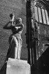 127992 Afbeelding van het Verzetsmonument op het Domplein te Utrecht.