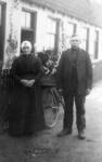 94109 Portret van een boerenechtpaar te Maartensdijk. N.B. De gemeente Maartensdijk is per 1 januari 2001 bij de ...