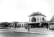 166652 Gezicht op het N.S.-station Leeuwarden te Leeuwarden.