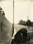 129090 Gezicht op de Tolsteegbrug over de Stadsbuitengracht te Utrecht.