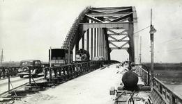 94287 Gezicht op de Lekbrug te Vreeswijk tijdens herstelwerkzaamheden; met de ingebouwde tijdelijke Baileybrug met ...