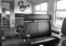 166958 Interieur van een electrisch treinstel plan Y ( Sprinter van de N.S.: compartiment 2e klasse.