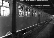 166961 Afbeelding van het diesel-electrische treinstel nr. 187 (DE 5, serie 181-197, voorheen serie 51-68) van de N.S. ...