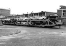167015 Afbeelding van het vervoer per trein van Fiat's naar de firma Leonard Lang (importeur Fiat) te Amsterdam (bij ...