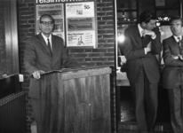 165522 Afbeelding van de opening van het nieuwe gebouw van het N.S.-station Didam te Didam, tijdens de toespraak door ...