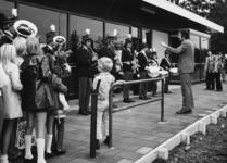 165524 Afbeelding van de opening van het nieuwe gebouw van het N.S.-station Didam te Didam, tijdens de uitvoering van ...