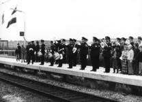 165528 Afbeelding van de opening van het nieuwe N.S.-station Dordrecht Zuid te Dordrecht, tijdens het optreden van de ...