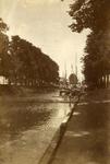 600253 Gezicht op de Stadsbuitengracht te Utrecht, vanaf de Rijnkade, met op de achtergrond (achter de schepen) de ...