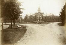 500291 Gezicht op het Badhotel aan de Middenlaan te Baarn.N.B. De straatnaam Middenlaan is op 4 jan. 1937 gewijzigd in ...