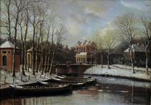 804916 Gezicht op de stadsbuitengracht met de Tolsteegbrug te Utrecht uit het oosten.