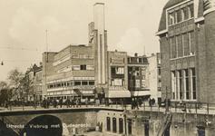 811538 Gezicht op Heck's Lunchroom (Potterstraat 2) te Utrecht met rechts een deel van de achterzijde van het ...