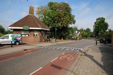 834441 Gezicht in de Stationsstraat te Vleuten (gemeente Utrecht), met links Annie's Bloemenwinkel in het voormalige ...