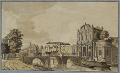 36482 Gezicht vanaf de singel over de stadsbuitengracht op de Catharijnepoort en -brug te Utrecht, uit het zuiden.