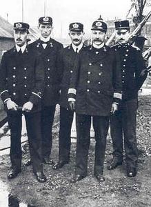 116 Dudok, op de foto rechts, bekend als de ontwerper van diverse forten en versterkingen van de stelling van ...