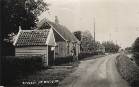 HGOM00001335 Groeten uit Middelie, spuithuis Noordeinde naast Middelie 34