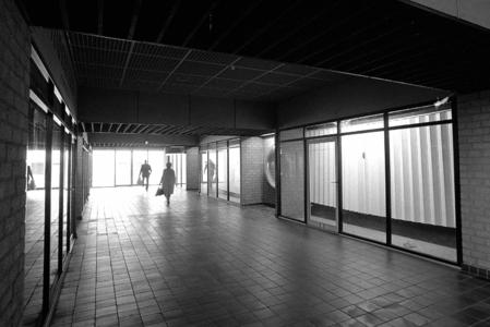RJ000000873 Nog niet allen winkelunits zijn bezet in het één jaar oude winkelcentrum Purmersteijn in de Overwhere II. ...