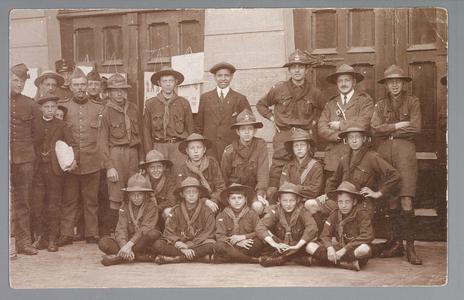 WAT001013271 Mobilisatie 1914-1918.Groep padvinders, eerste van links H.J.Swart.