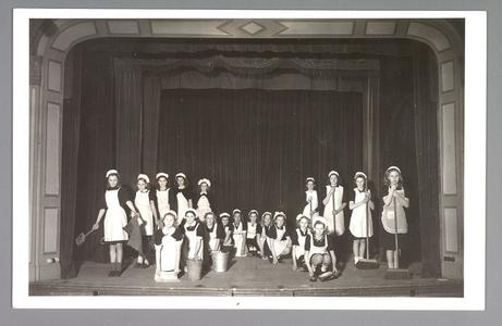WAT001013265 Nea-Volharding. Revue ter gelegenheid van het 70 jaar bestaan van Nea-Volharding 1878-1948.