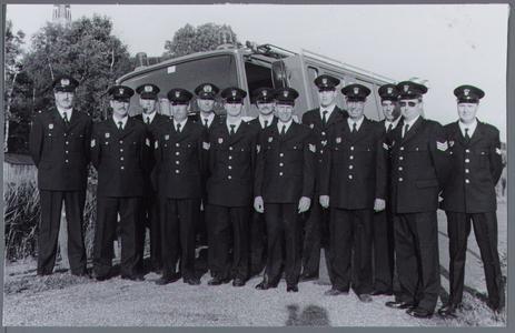 WAT001001286 Corps vrijwillige brandweer,van links naar rechts; Wijnand Tijmstra (commandant),Cees Oudhuis,Mart ...