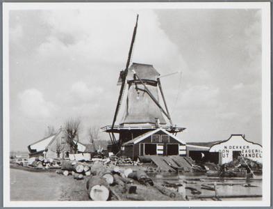 WAT001002228 Het type molen is een Stellingmolen en was gelegen aan de kloosterdijk aan het Stinkevuil te Monnickendam. ...