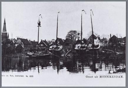 WAT001002190 Foto van een deel van de haven van Monnikendam. met links de Grote of Sint Nicolaas kerk.