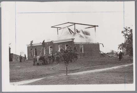 WAT001002746 Stolpboerderij in de Purmer afgebrand.