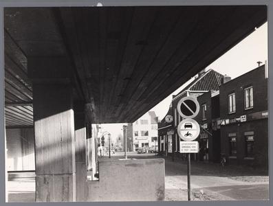 WAT001009083 Links Willem Eggertcentrum, midden achteraan AMRO bank.