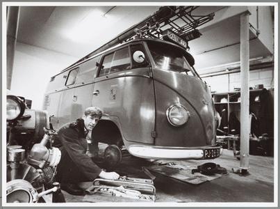 WAT001014368 Oude brandweerauto opgeknapt.LANDSMEER/DEN ILP '.—De personeelsvereniging van de Landsmeerse brandweer mag ...