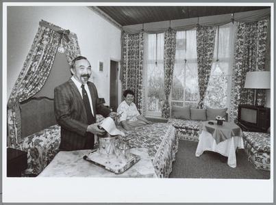 WAT001016027 Hotel Oase. De bruidssuite van Hotel Oase. Eigenaars Wïllem en Eefje Weijzig zijn ingenomen met de nieuwe ...
