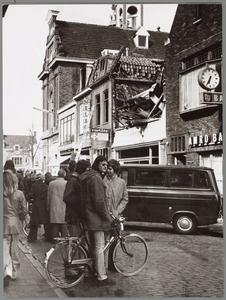 WAT001017549 Een grote uitslaande brand in Breedstraat 5-11, t.w. Nelson Schoenhandel, Engel Boetiek, Bartels Bakkerij ...
