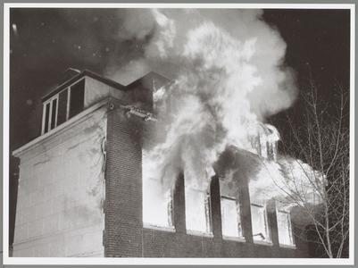 WAT001017553 Brand in het voor het Rode Kruis bestemde gebouw aan de Purmersteenweg.