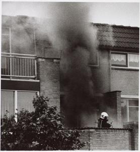WAT001017562 Keukenbrand na stroomstoring.Foto: De brand aan de Markerkade was snel onder controle, maar de woning liep ...