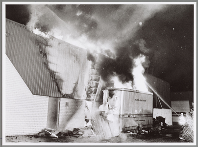 WAT001017554 Brand op maandag 27 augustus bedrijfsterrein De Koog.Negen bedrijfshallen branden af waaronder die van bij ...