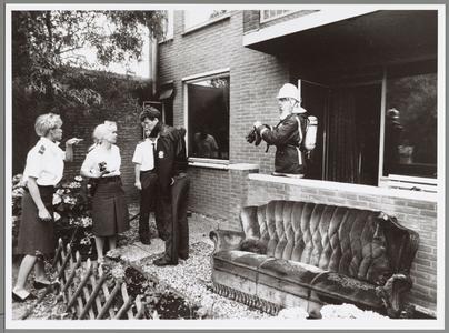 WAT001017557 Foto: In een bejaardenwoning aan de Overlanderstraat is op 12 augustus 1992 een televisietoestel ontploft. ...