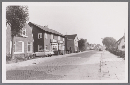 WAT002000964 Huizen in het midden gebouwd door Jan Breeuwer