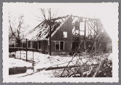 WAT002001605 Boerderij van Jan Jansz Koomen achter het gemeentehuis, verbrand 31-12-1950.