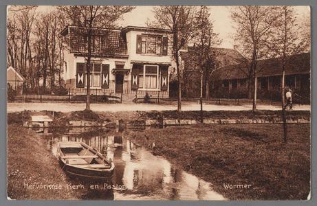 WAT002001660 Foto links; Hervormde pastorie uit 1912 met wegsloot (Dorpsstraat 415) in het midden; de ...