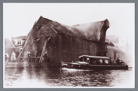 WAT002002344 Brand in de rijstpakhuizen Rouen en Visser van Wessanen & Laan.Op 8 september 1937 om 5.30 uur grote brand ...