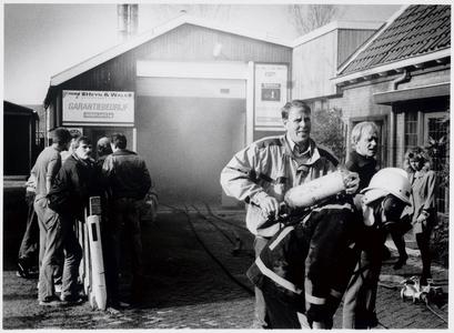 WAT003003948 Korte maar hevige brand in de spuitcabine van autoschadebedrijf Heijn en Wals. (autoschadebedrijf fa. ...